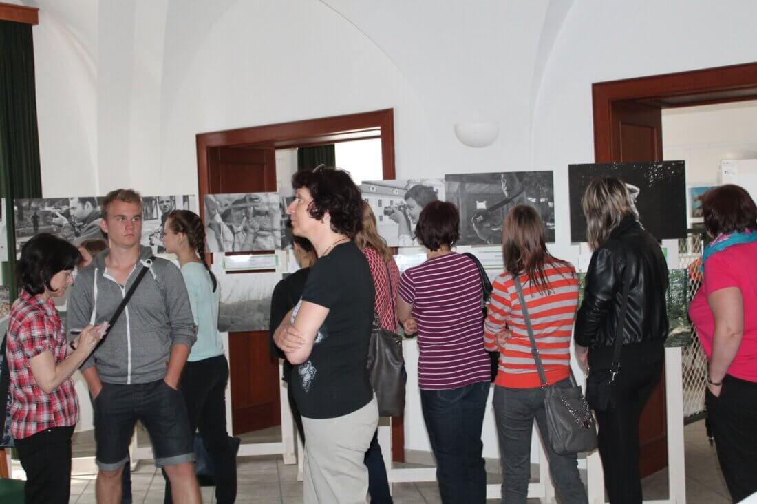 """výstava """"Prolínání"""" na festivalu"""